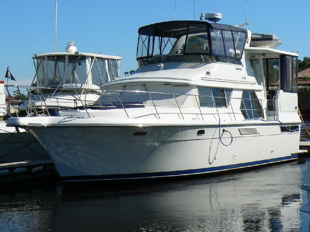 Carver 440 Aft Cabin Motor Yacht - Profile