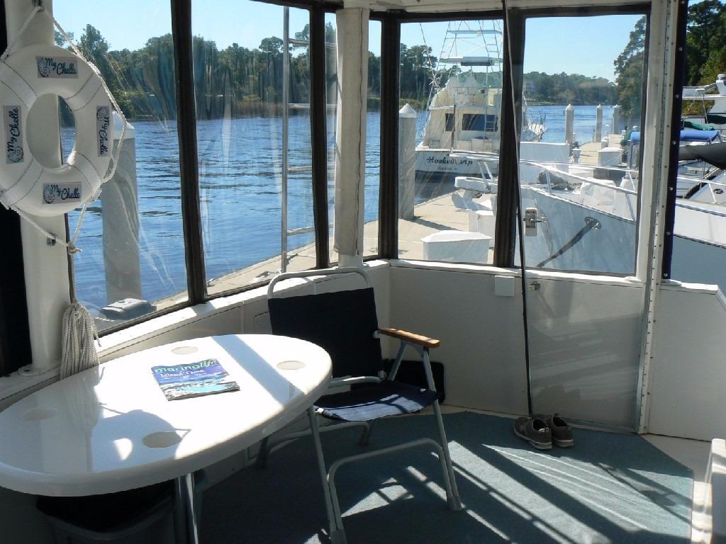 Carver 440 Aft Cabin Motor Yacht - Aft Deck to Port