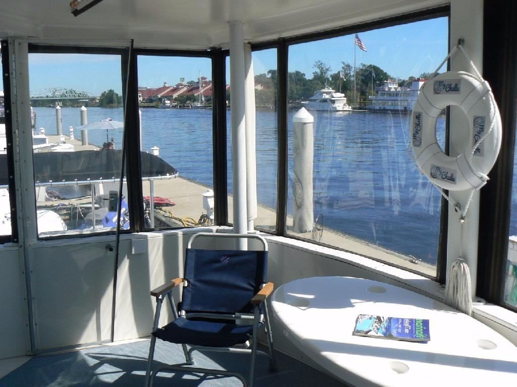 Carver 440 Aft Cabin Motor Yacht - Aft Deck to Starboard