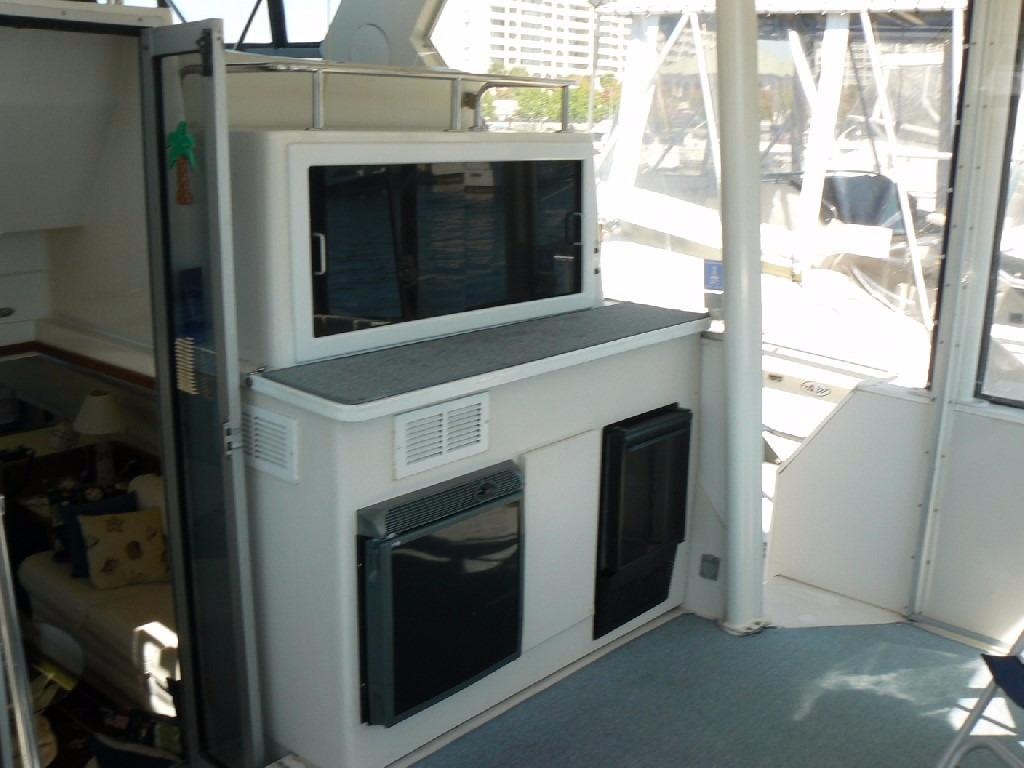 Carver 440 Aft Cabin Motor Yacht - Wet Bar