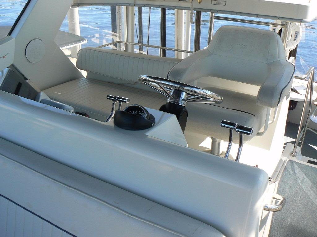 Carver 440 Aft Cabin Motor Yacht - Bridge Seating