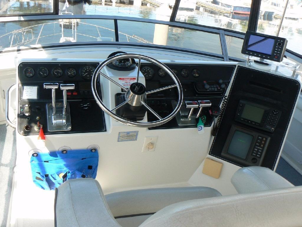 Carver 440 Aft Cabin Motor Yacht - Bridge Helm