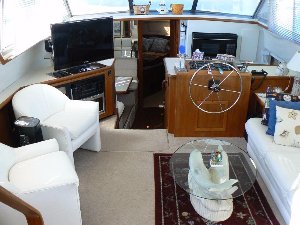 Carver 440 Aft Cabin Motor Yacht - Salon