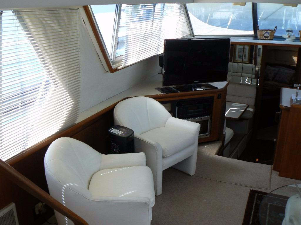 Carver 440 Aft Cabin Motor Yacht - Salon to Port