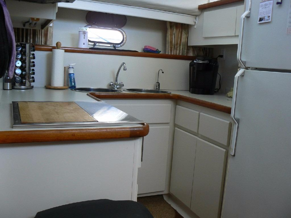 Carver 440 Aft Cabin Motor Yacht - Galley 2