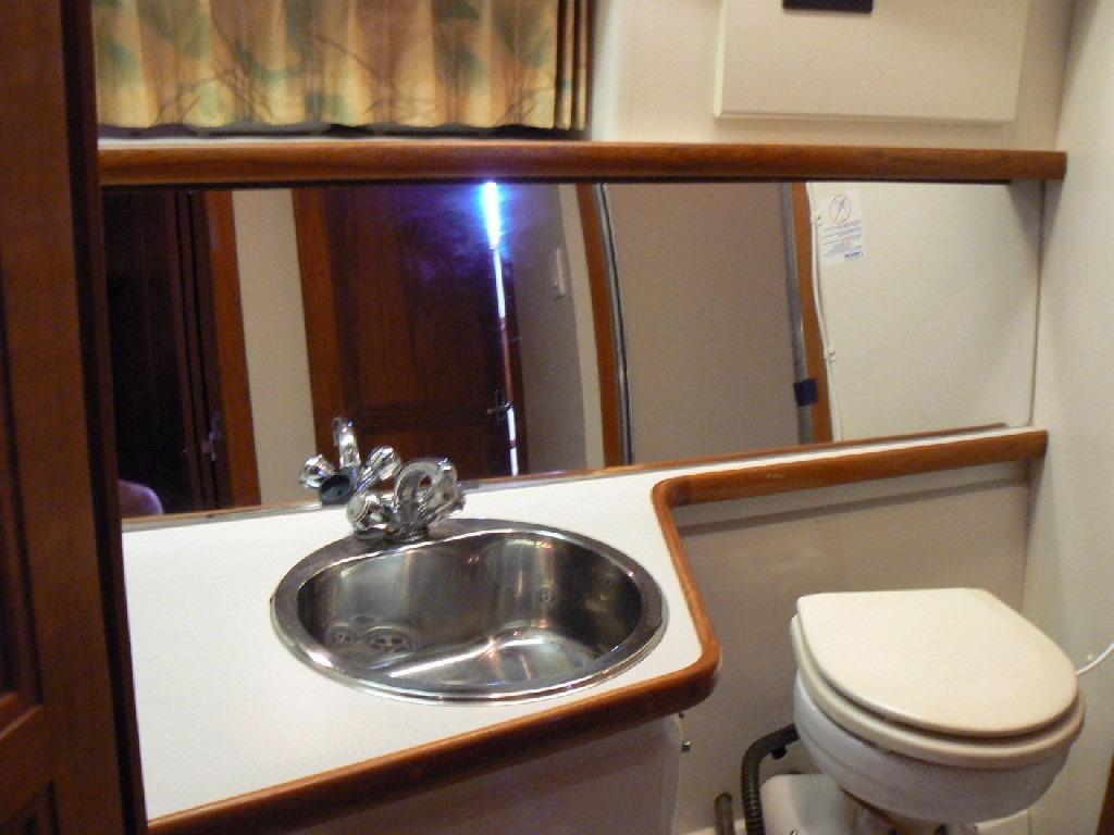 Carver 440 Aft Cabin Motor Yacht - Forward Vanity