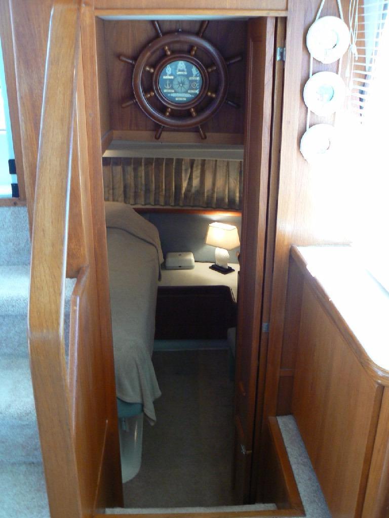Carver 440 Aft Cabin Motor Yacht - To Aft Master