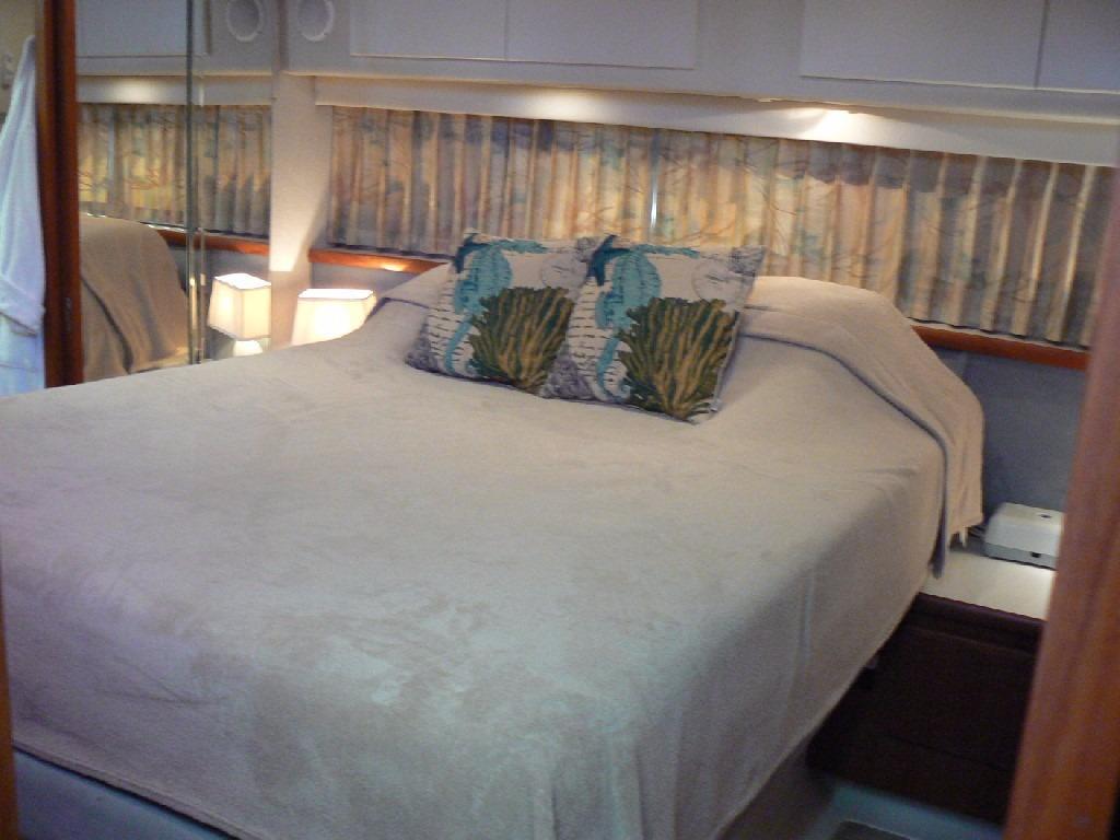 Carver 440 Aft Cabin Motor Yacht - Master Berth