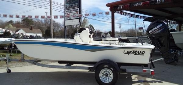 2018 Mako boat for sale, model of the boat is Pro Skiff 15 CC & Image # 1 of 7