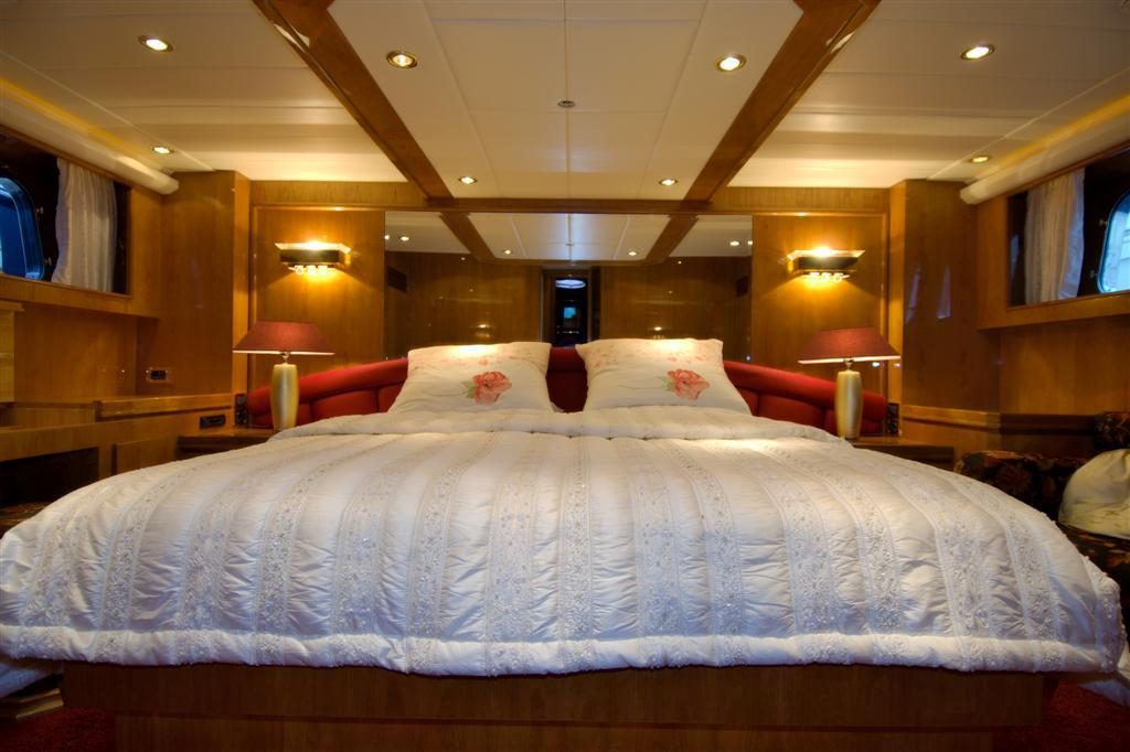 Master cabin midships