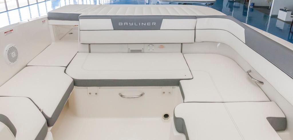 BaylinerVR6 Bowrider