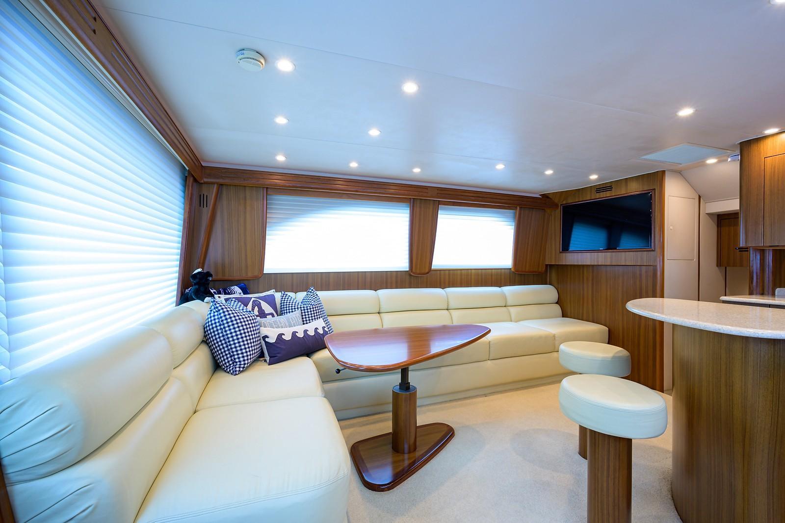 50 Viking Convertible 2010 | HMY Yachts