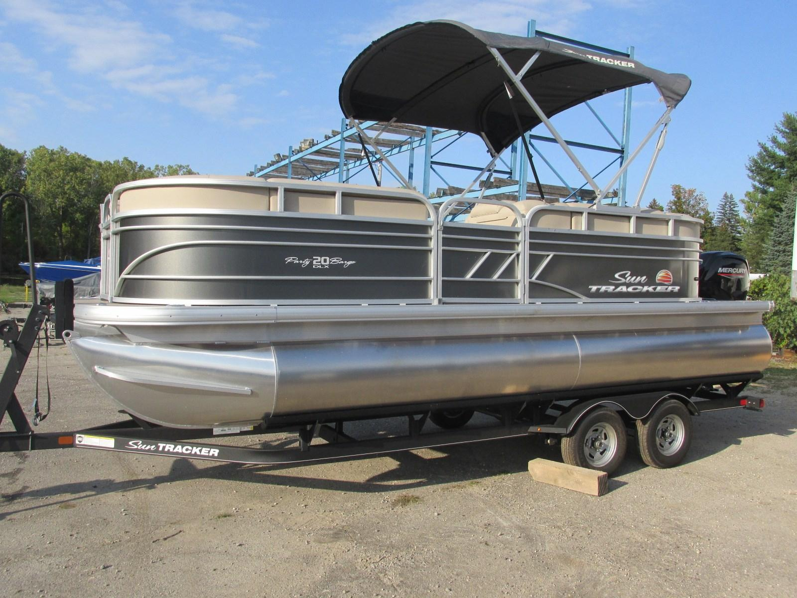 Sun TrackerParty Barge 20 DLX