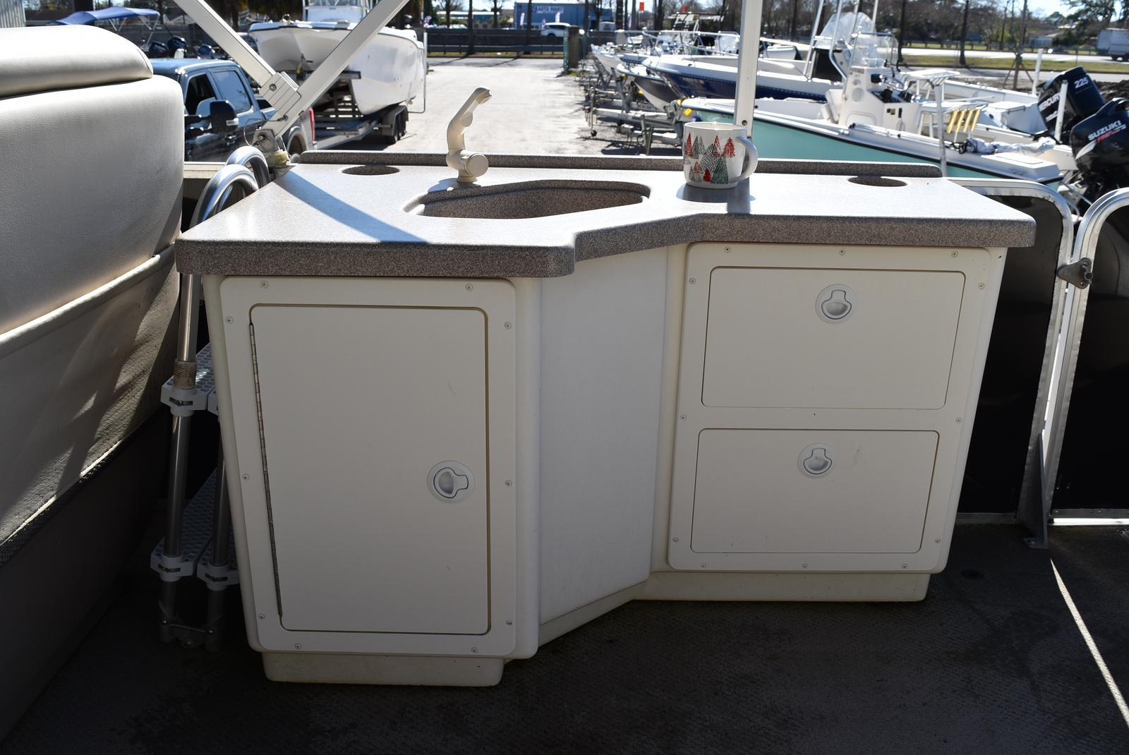 2001 Regency boat for sale, model of the boat is 27 Party Barge & Image # 10 of 12