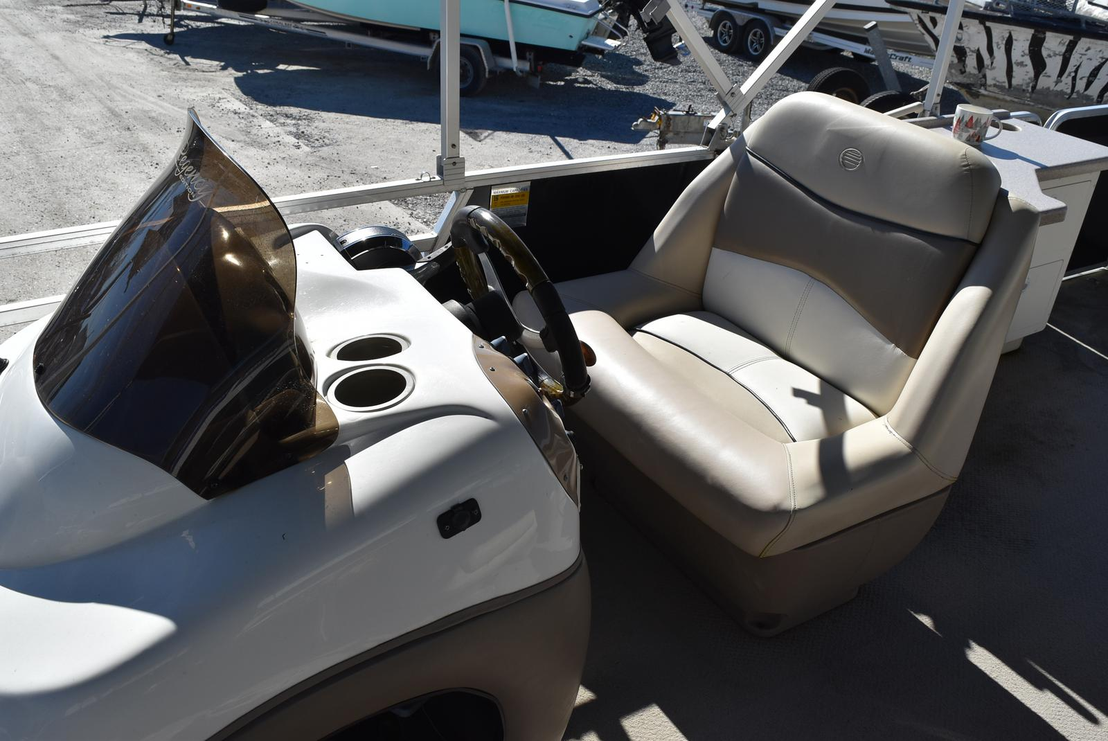 2001 Regency boat for sale, model of the boat is 27 Party Barge & Image # 9 of 12
