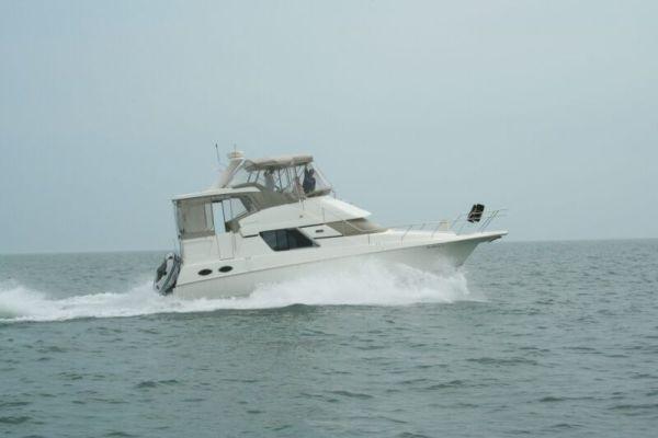 39' Silverton 392 Motor Yacht