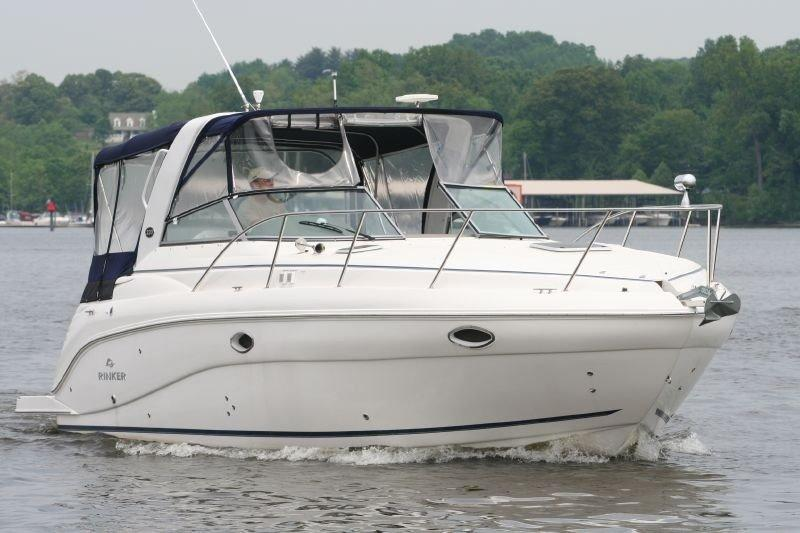 32' Rinker 2006 320 Express Cruiser