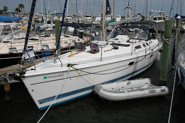 46' Hunter 2002 466 bow thruster