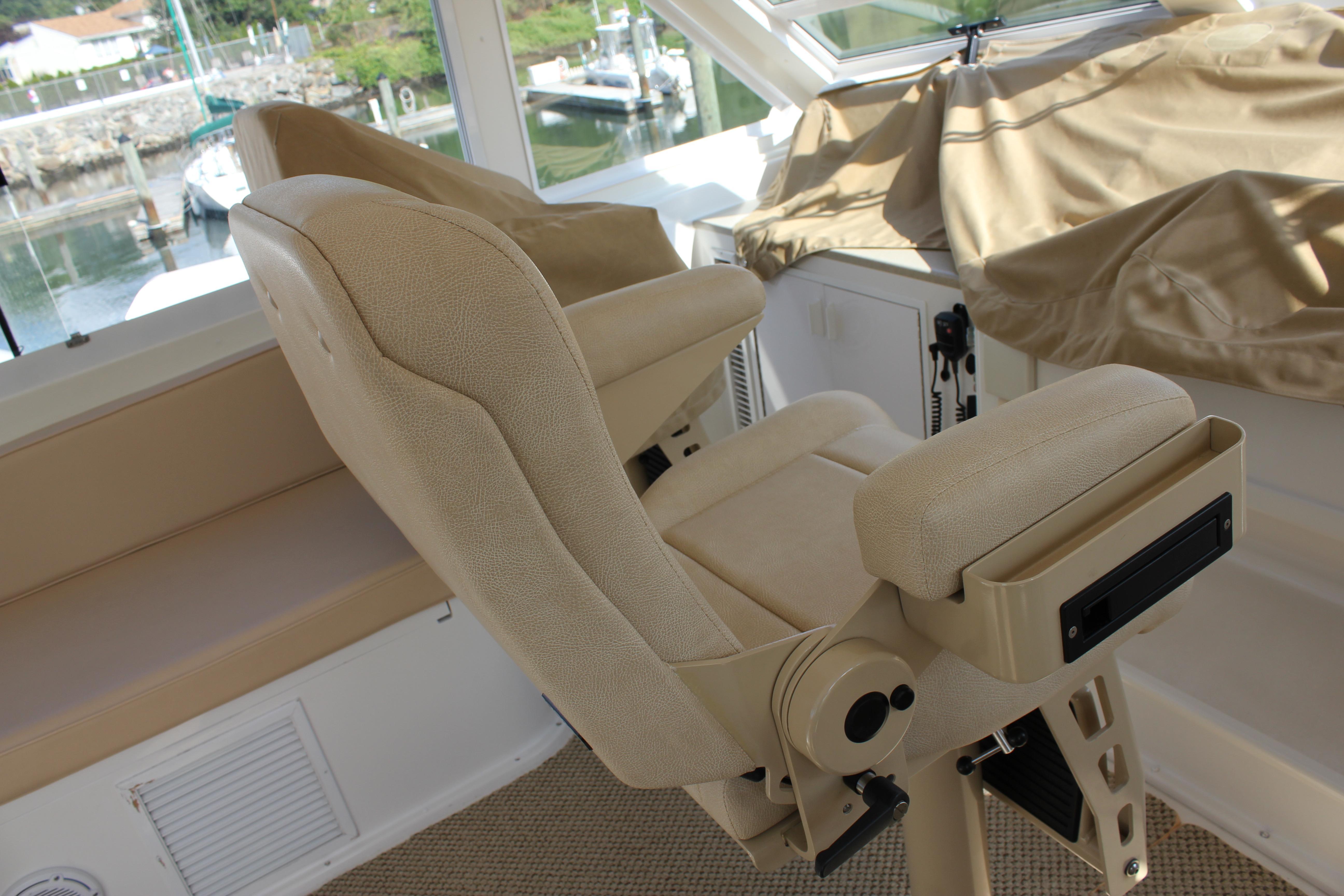 Flybridge Helm Seats