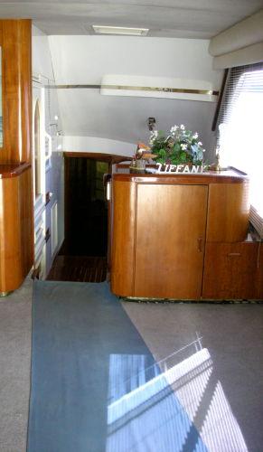 View Forward/ Salon