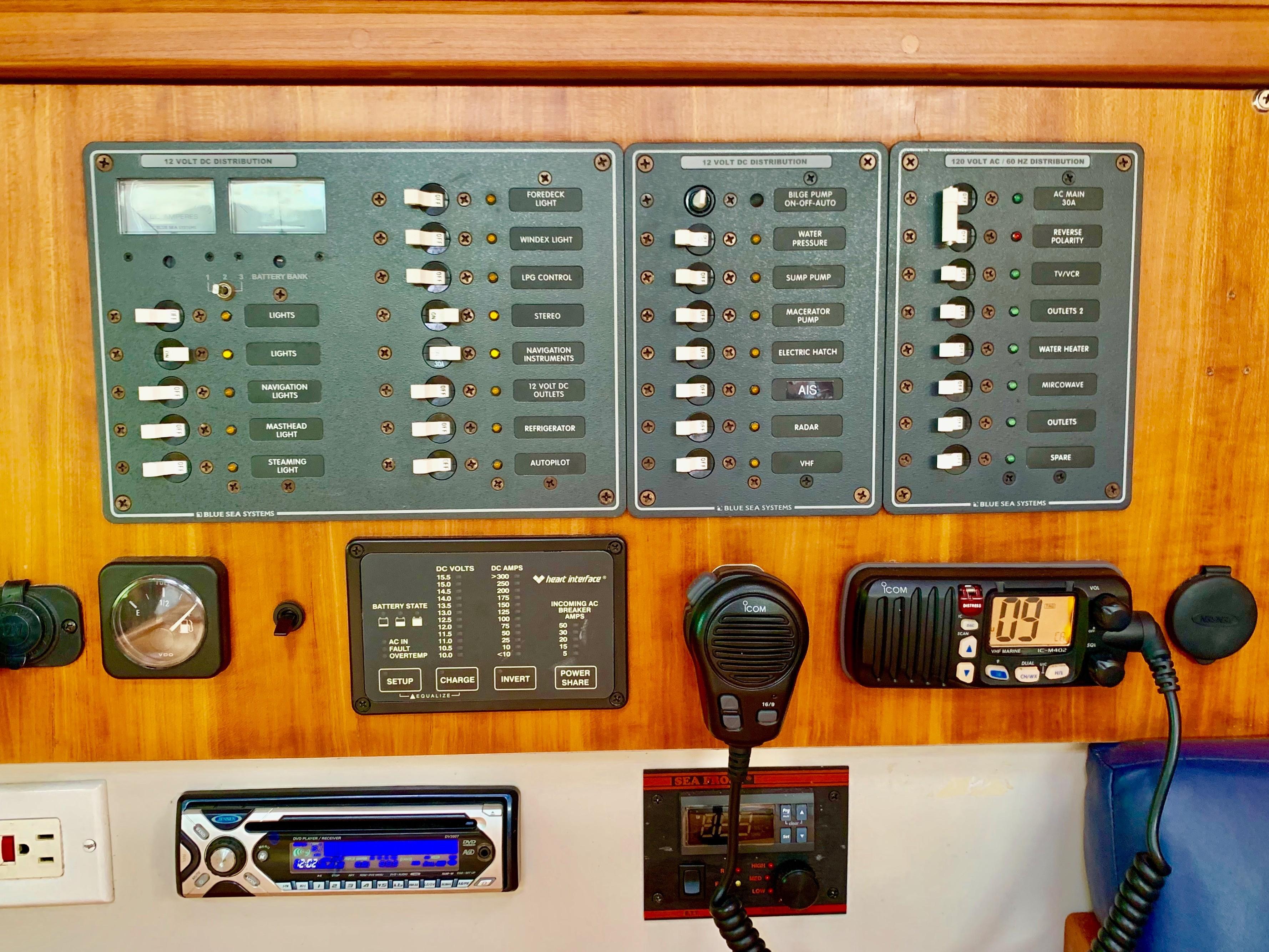 40 ft C&C 121 AC/DC Panel