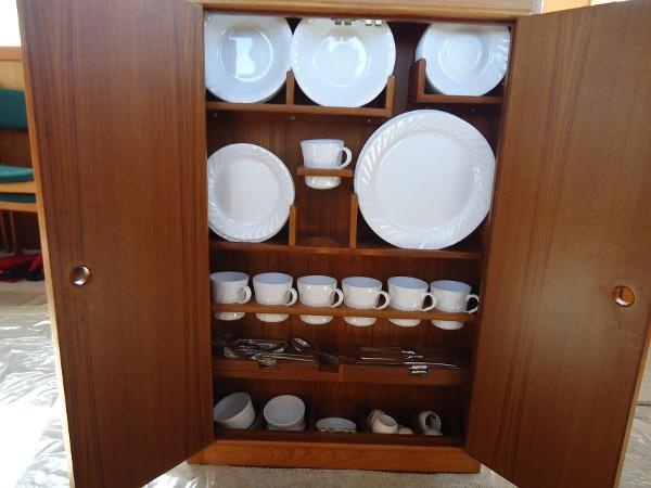 Locker for dishes/flatware (all incl)