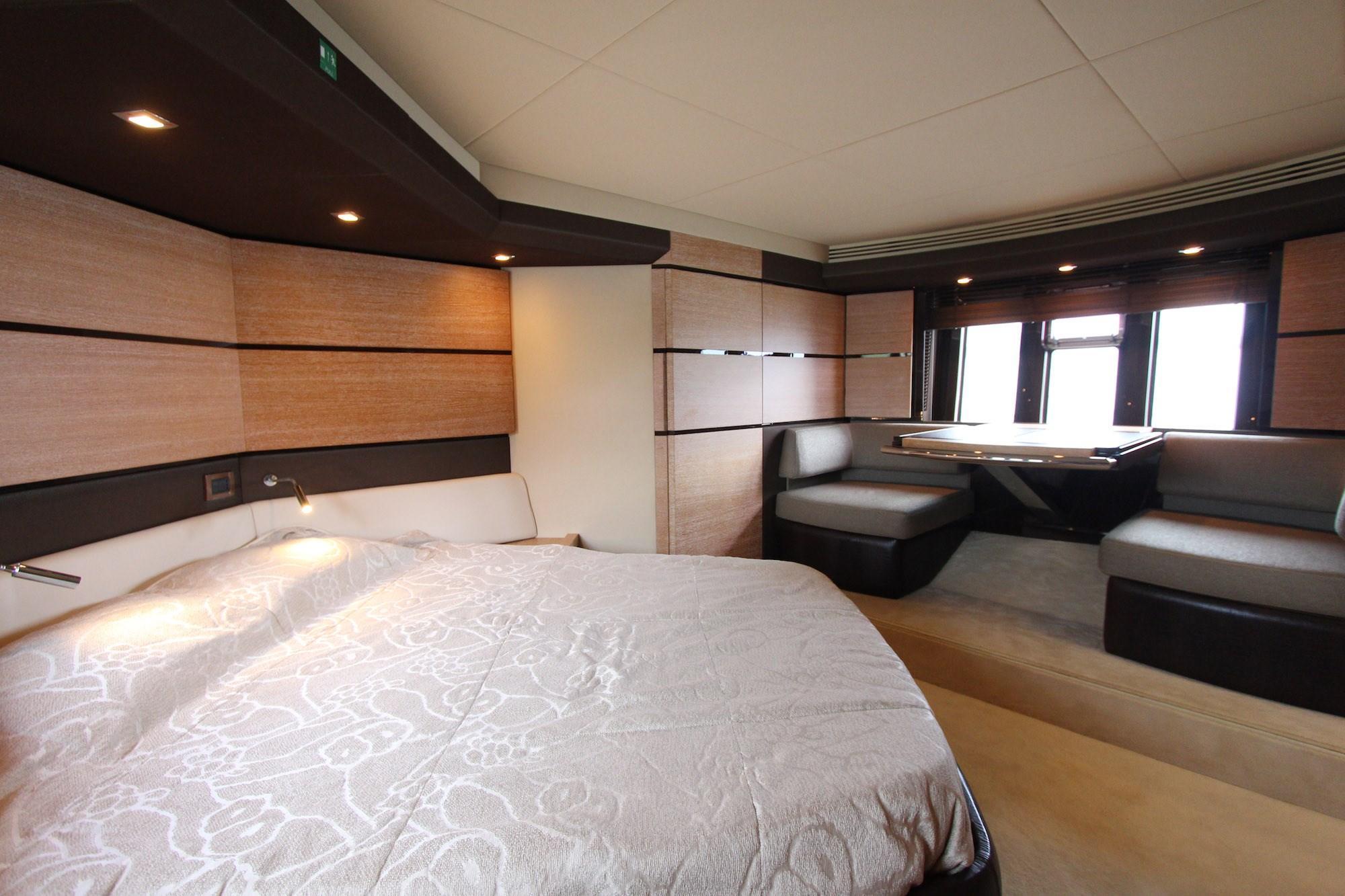 Azimut 53 Cabin