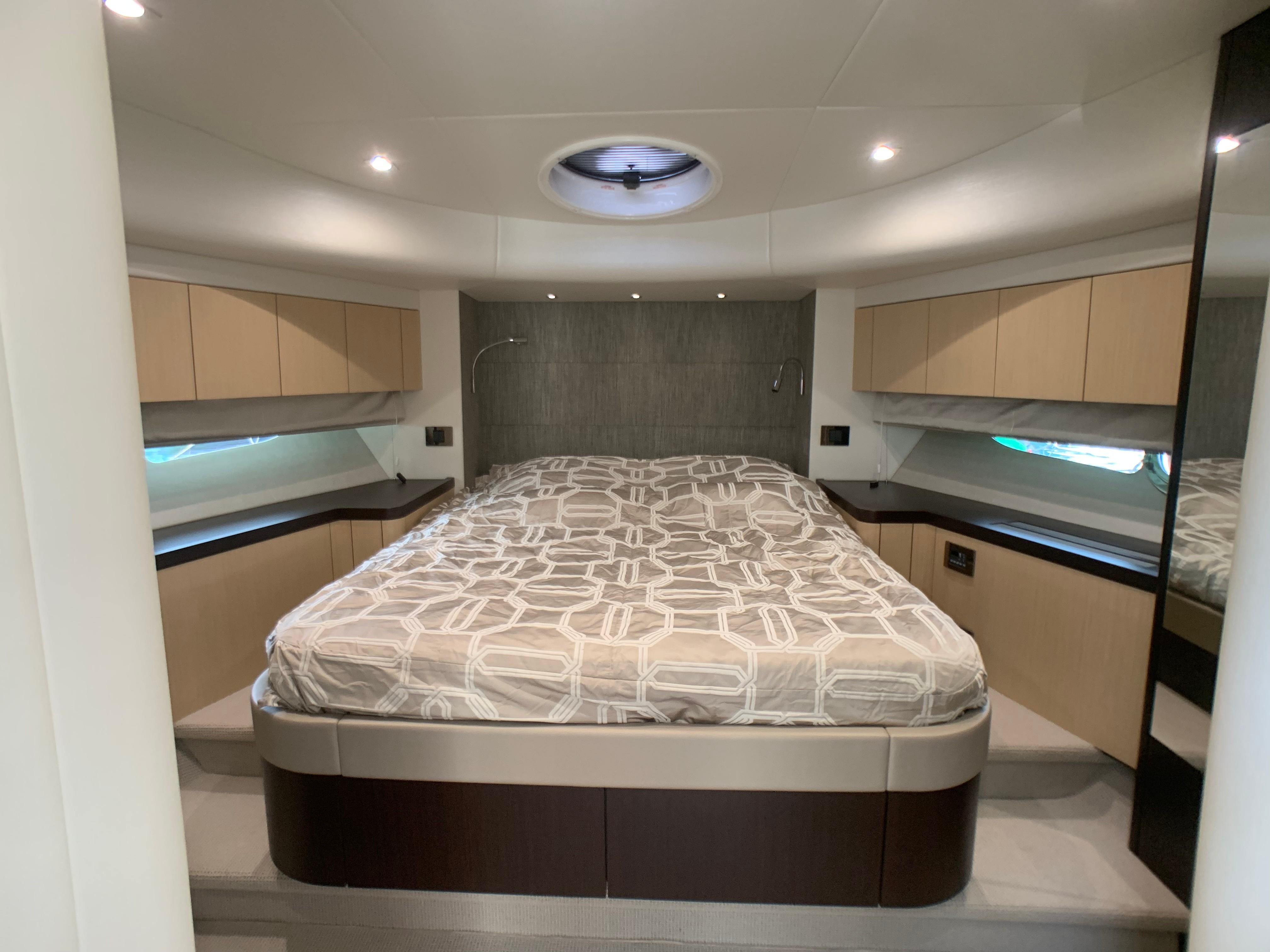 Manhattan 65 - VIP Cabin