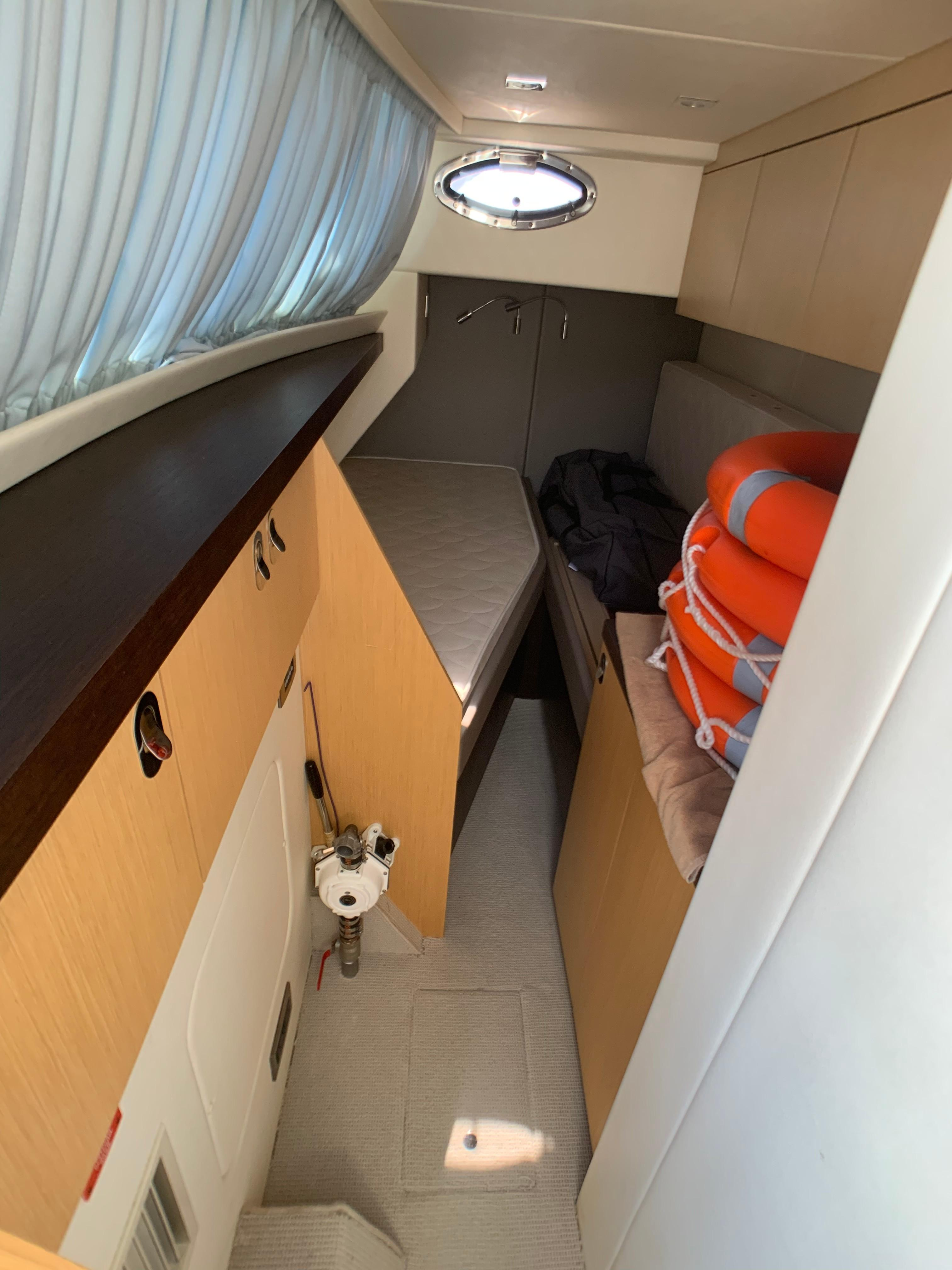Manhattan 65 - Crew Cabin / Storage