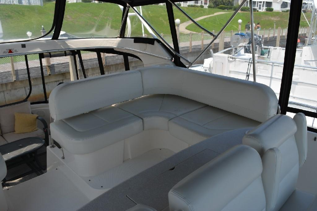 Silverton 43 Motor Yacht - Port Bridge Seating