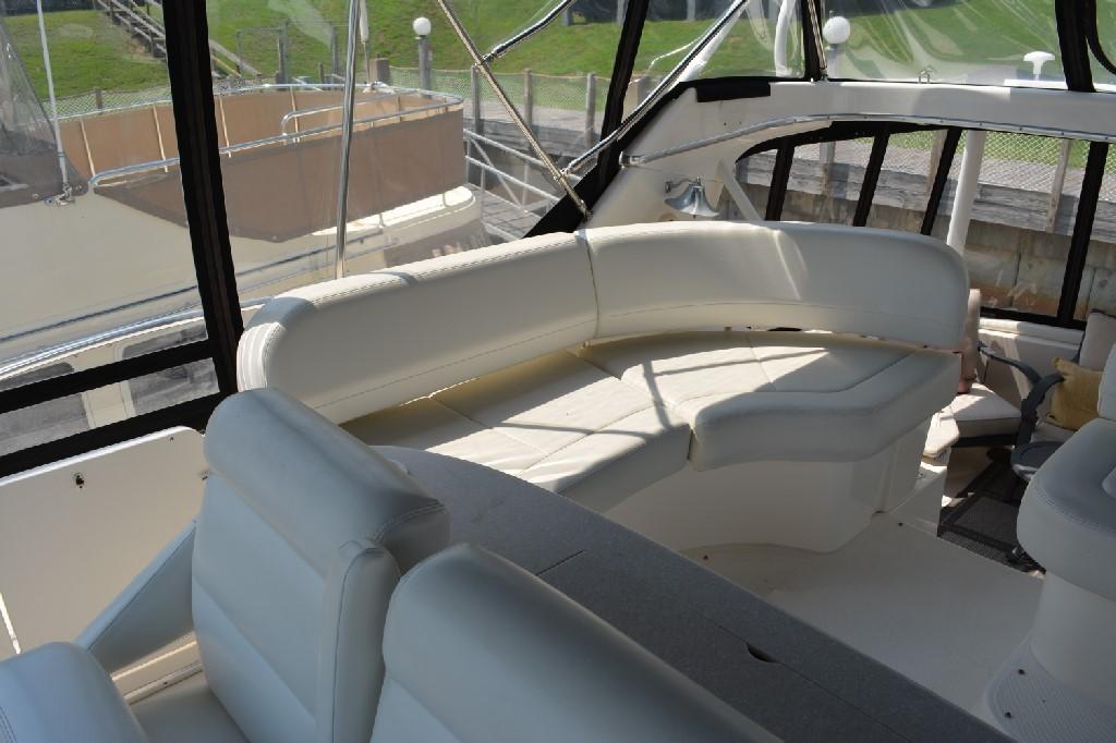 Silverton 43 Motor Yacht - Starboard Bridge Seating