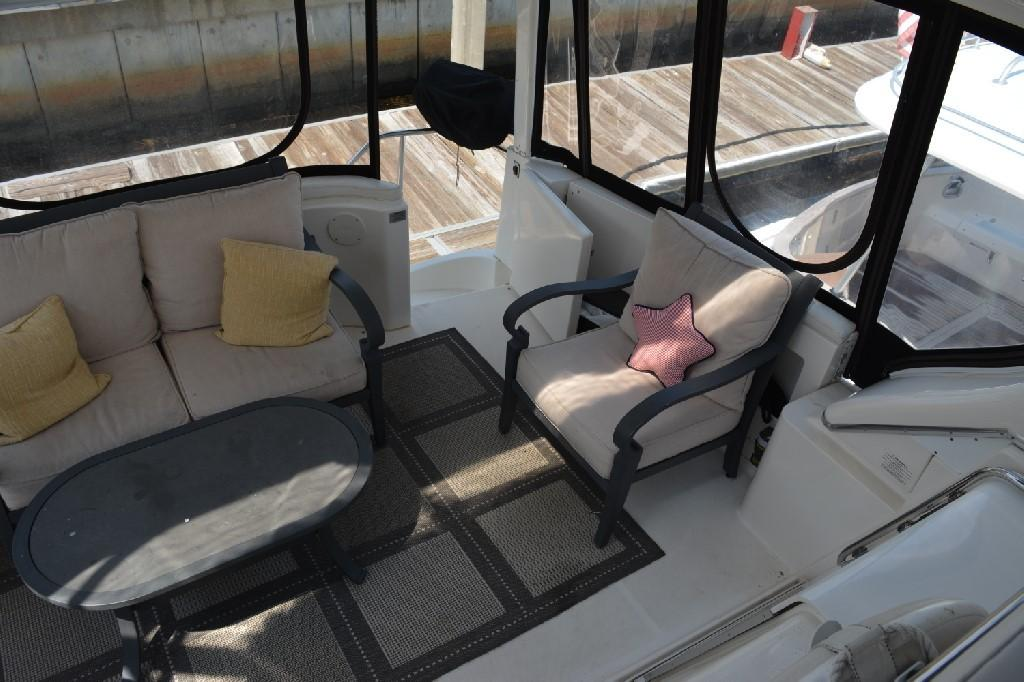 Silverton 43 Motor Yacht - Aft Deck to Port