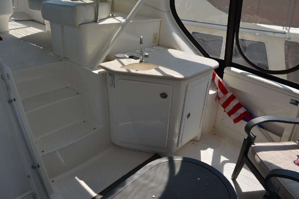 Silverton 43 Motor Yacht - Aft Deck Wet Bar