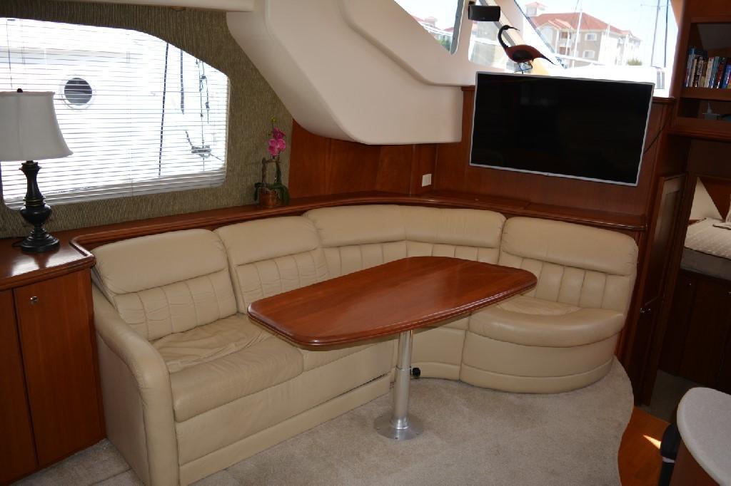 Silverton 43 Motor Yacht - Salon Portside w Dining Table