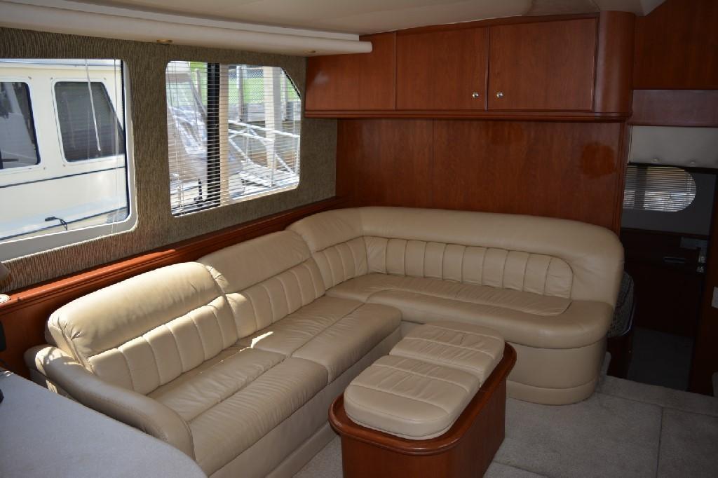 Silverton 43 Motor Yacht - Salon Settee