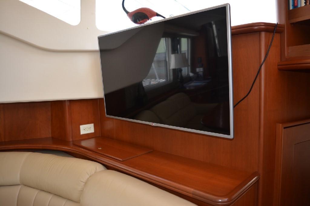 Silverton 43 Motor Yacht - Large Flatscreen TV