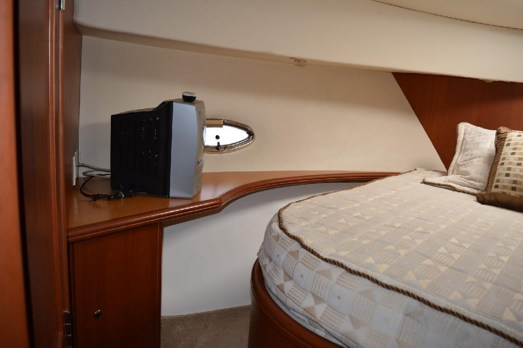 Silverton 43 Motor Yacht - Forward Stateroom to Port