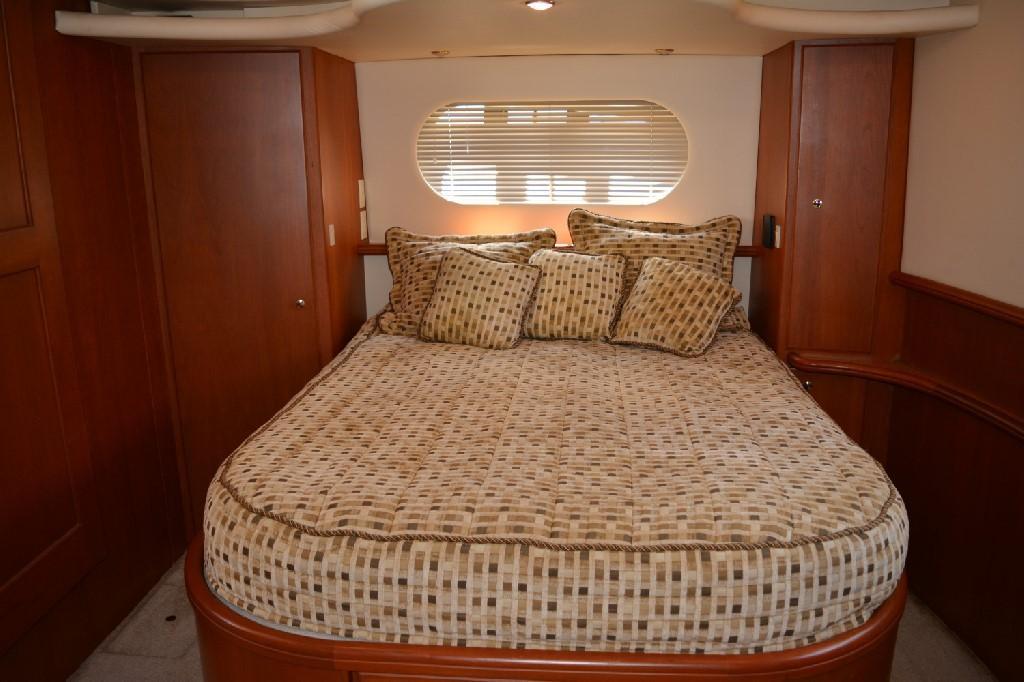 Silverton 43 Motor Yacht - Master Berth