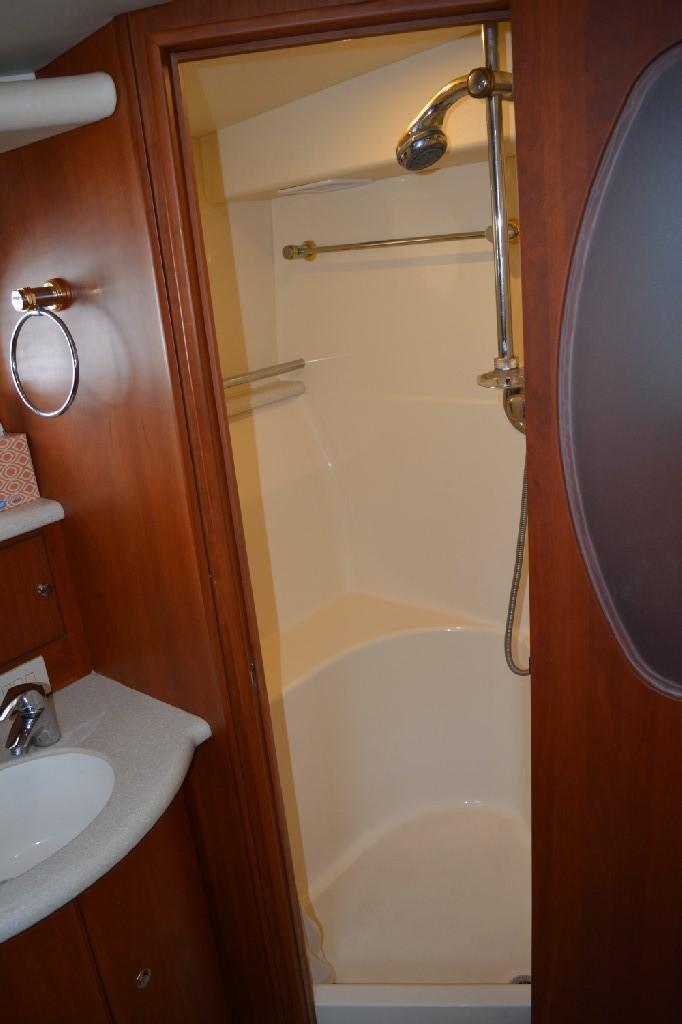 Silverton 43 Motor Yacht - Master Shower