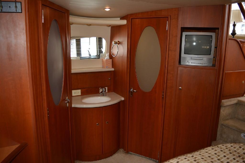 Silverton 43 Motor Yacht - Master Vanity 2