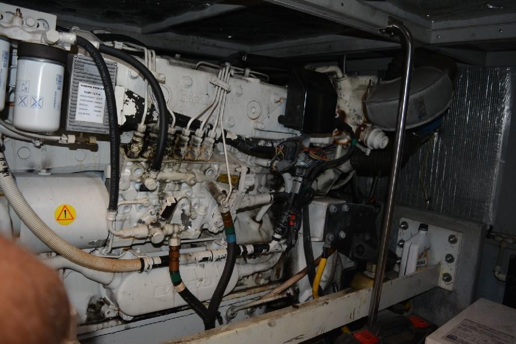 Silverton 43 Motor Yacht - Starboard Engine