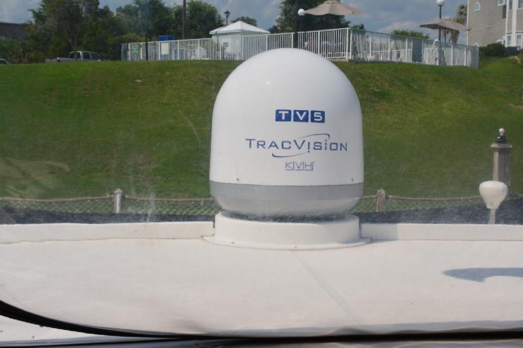 Silverton 43 Motor Yacht - Sat TV!