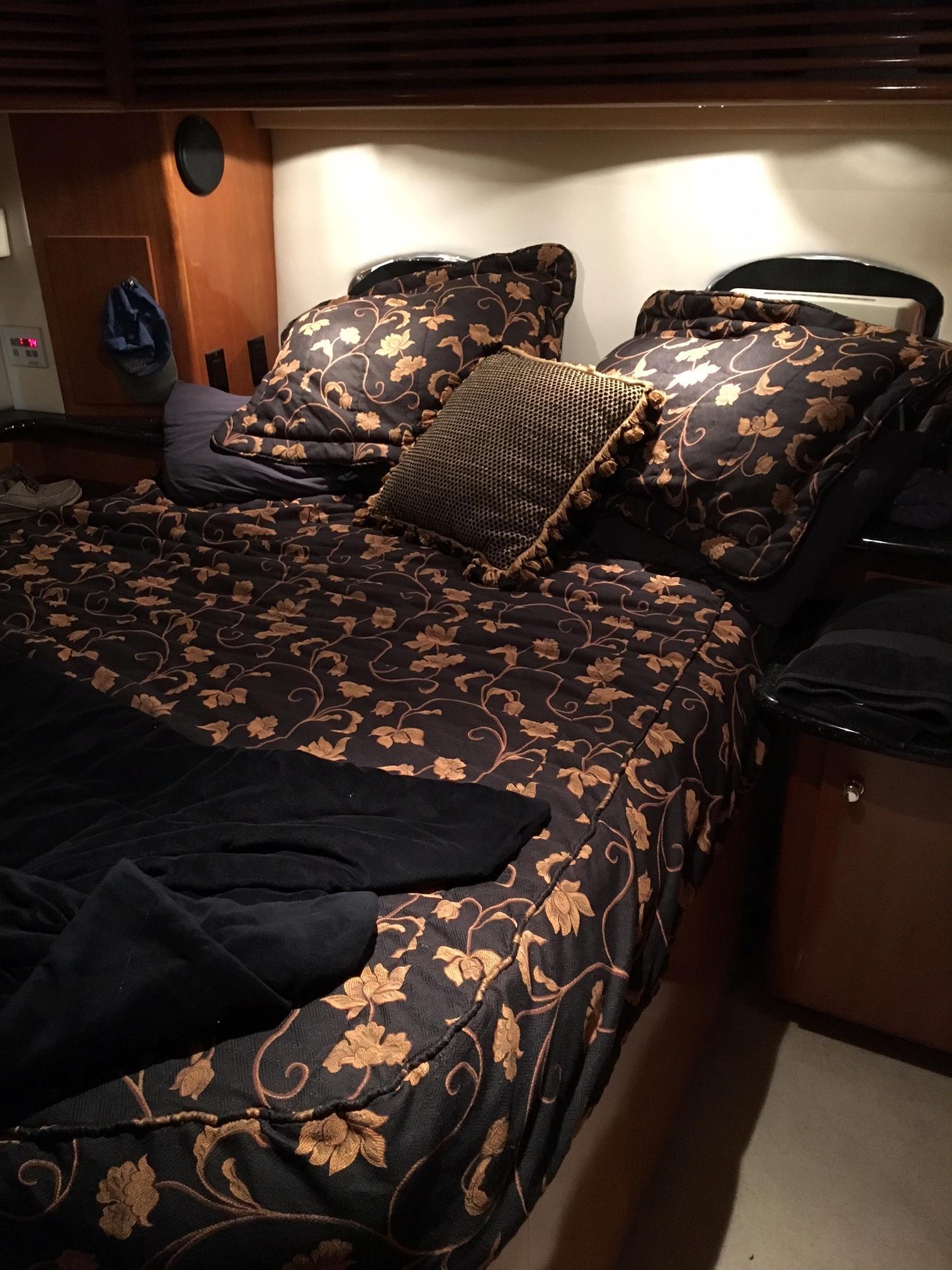 Carver 396 Aft Cabin MY - Master Stateroom