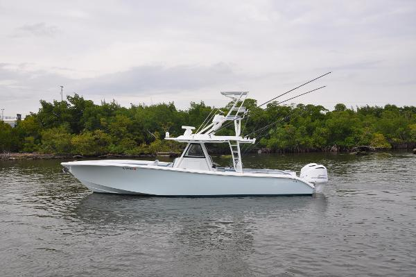 2017 39' Yellowfin 39 Center Console