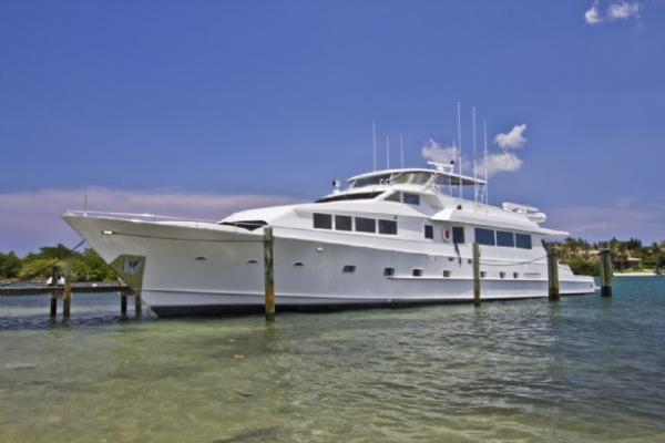 DENISON Raised Pilothouse w/Flybridge