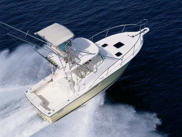 Pursuit 3000 Offshore - Underway