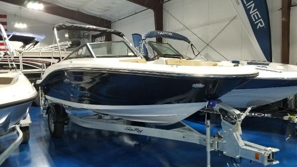 2020 Sea Ray boat for sale, model of the boat is 190 SPX & Image # 1 of 9