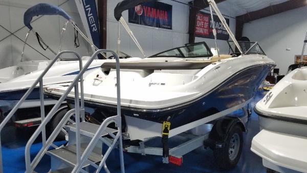 2020 Sea Ray boat for sale, model of the boat is 190 SPX & Image # 3 of 9