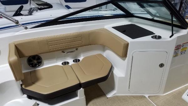 2020 Sea Ray boat for sale, model of the boat is 190 SPX & Image # 8 of 9