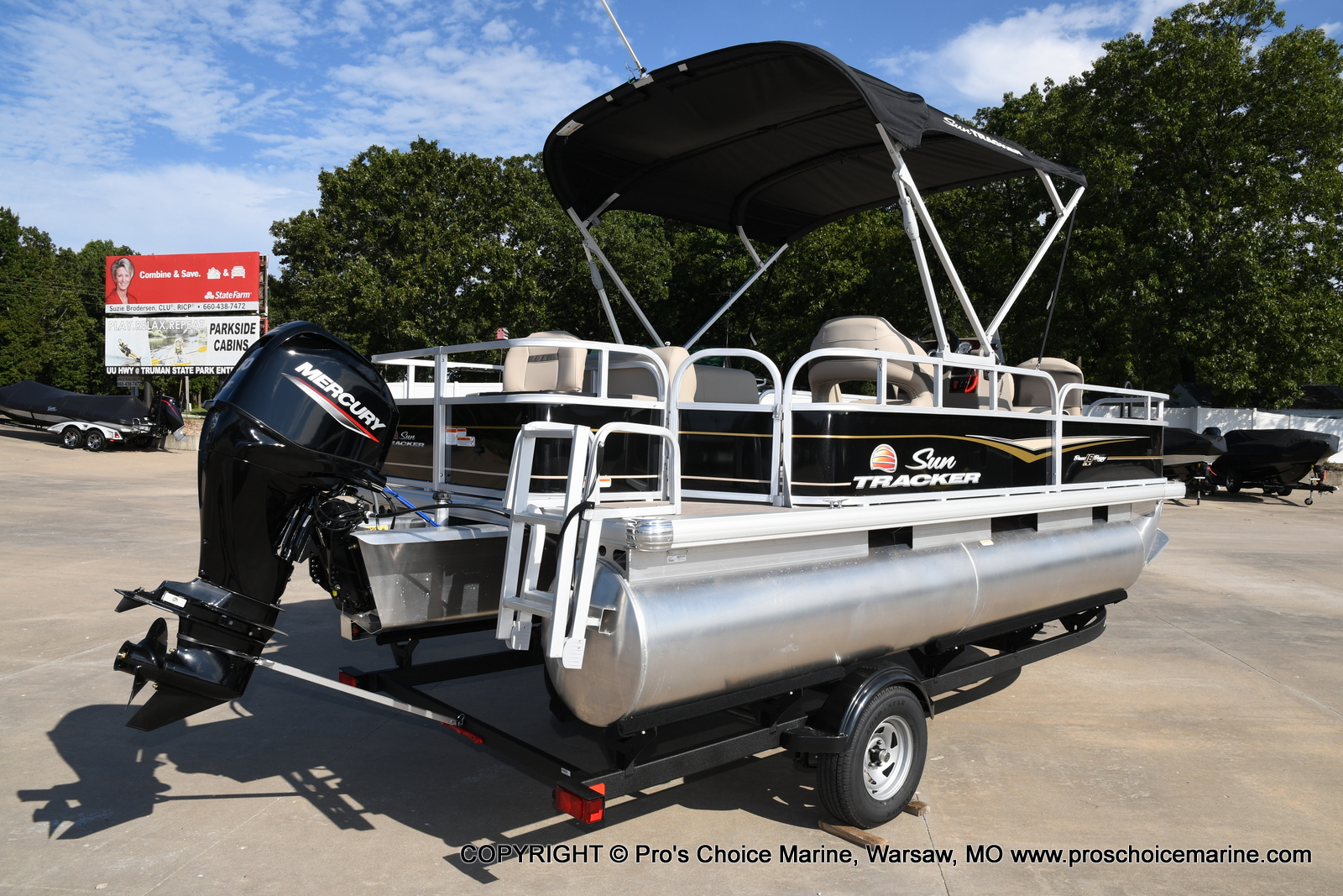 2021 Sun Tracker boat for sale, model of the boat is Bass Buggy 18 DLX & Image # 4 of 46